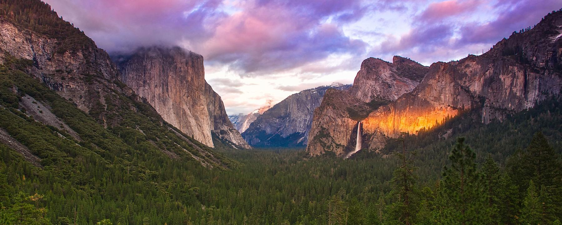 View of the waterfalls and cliffs in Yosemite