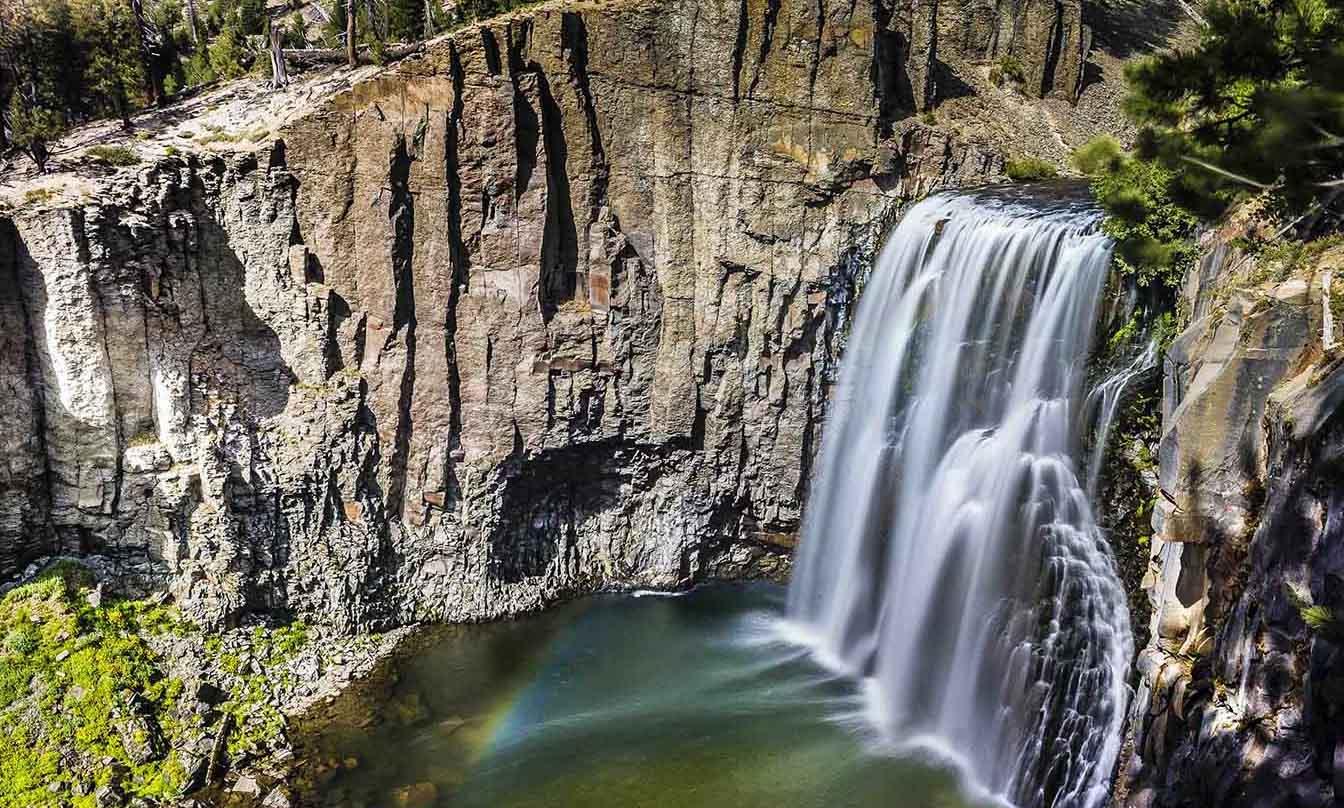 Waterfall at Mammoth Lakes' Rainbow Falls hiking trail